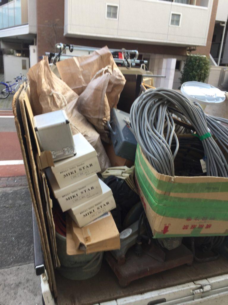 不用品(残置物処分)を回収(世田谷区)の写真1