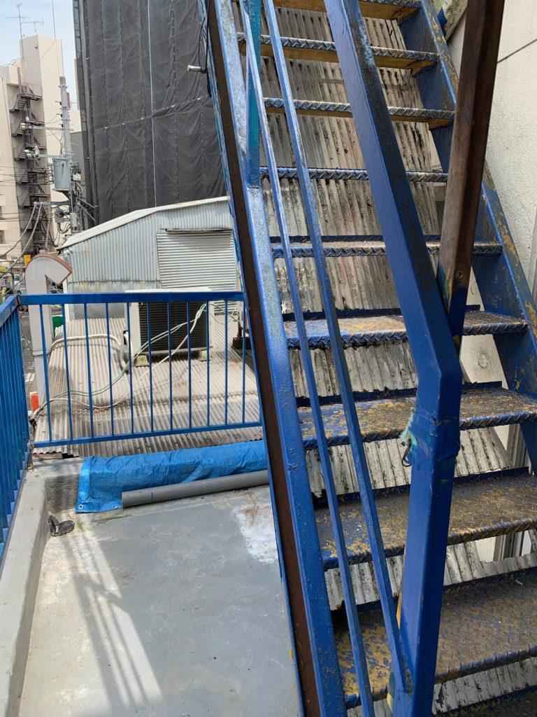 残置物処分の回収撤去後の写真(世田谷区)(屋上階段)