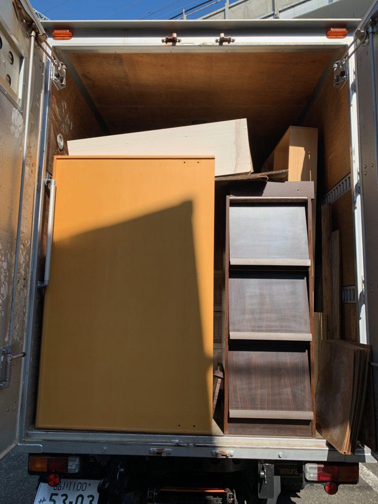 2トンアルミバンでのお引越し前の不用品回収の写真(目黒区)