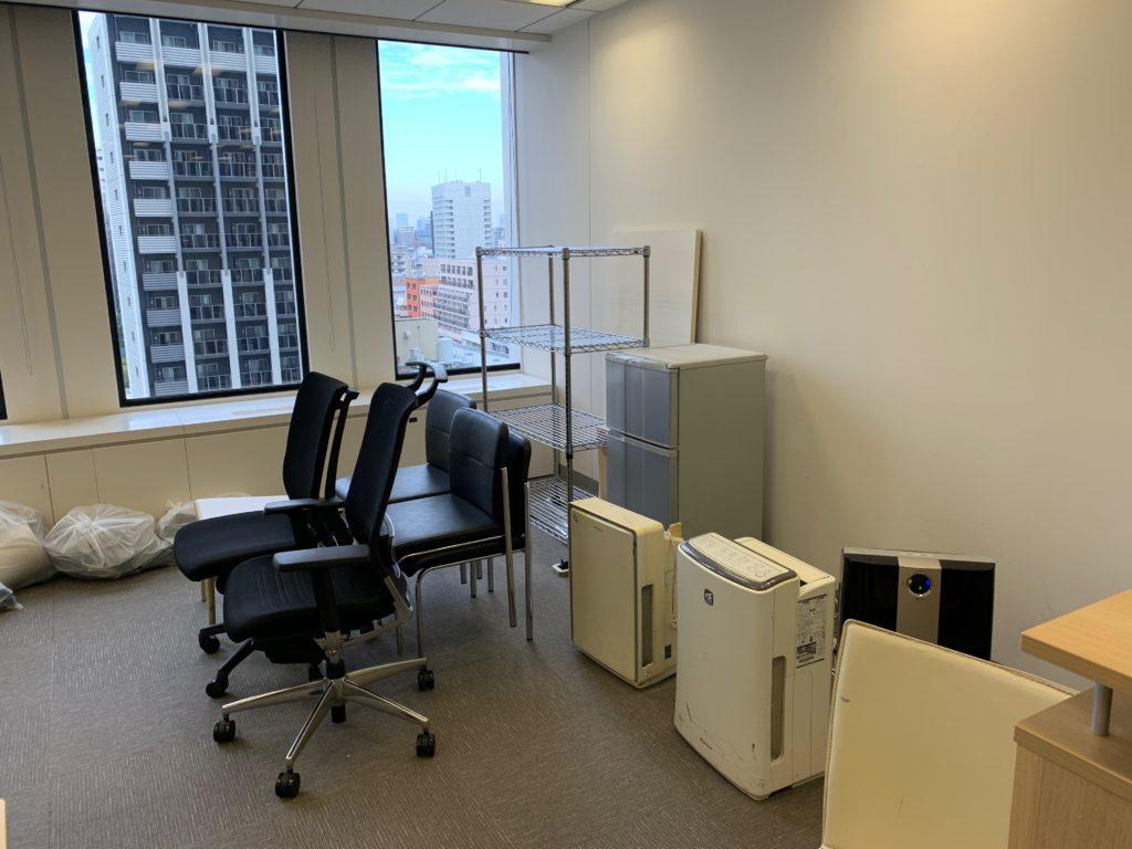 江東区のオフィス(事務所)の不要なオフィス家具の撤去回収前の写真2