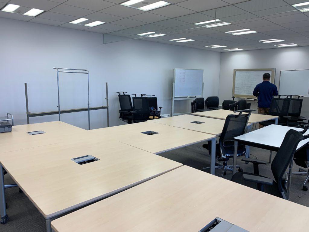 江東区のオフィス(事務所)の不要なオフィス家具の撤去回収前の写真4