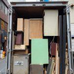 中野区の教会の不用品をトラックに積んだ写真