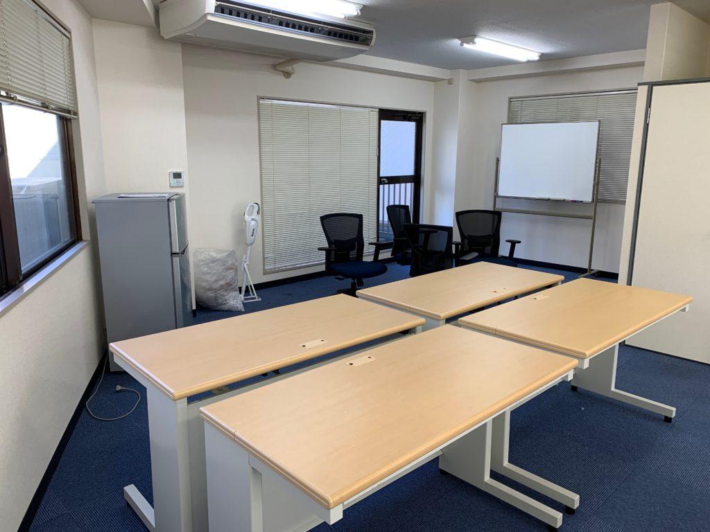 オフィス(事務所)のオフィス家具等の撤去前2