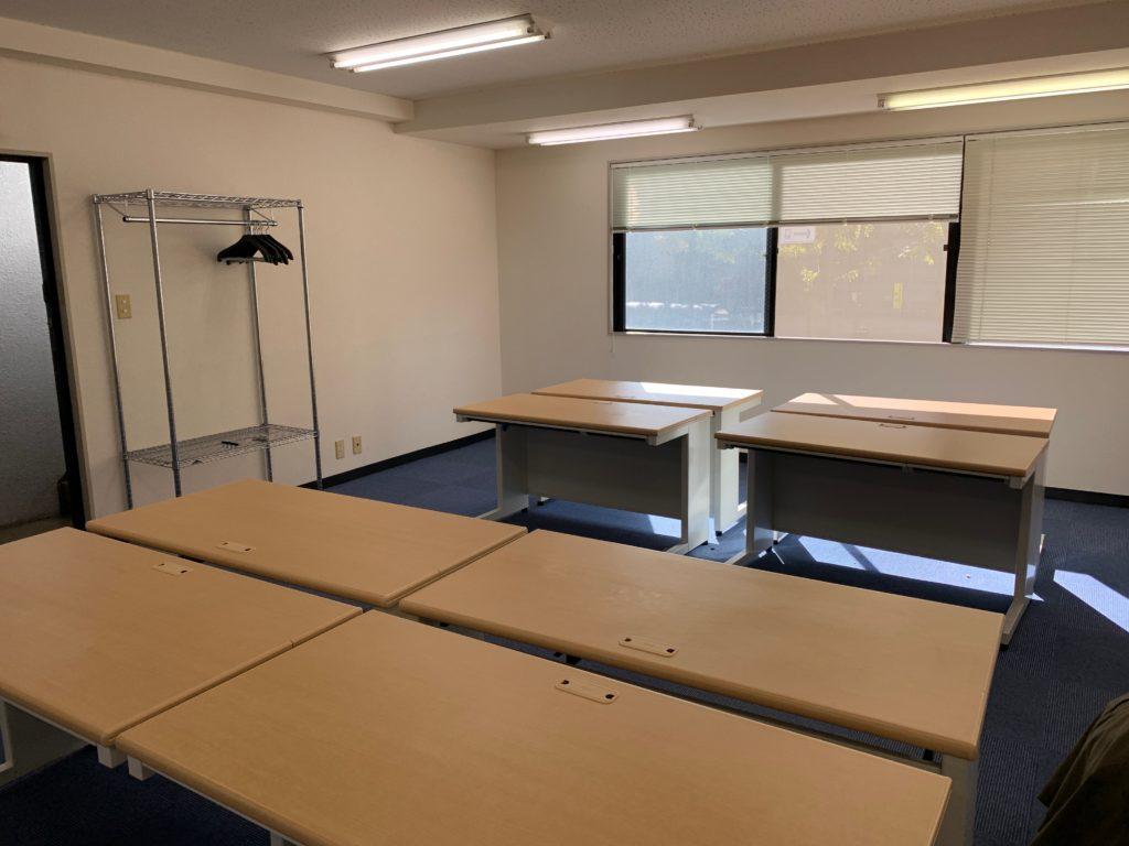 オフィス(事務所)のオフィス家具等の撤去前1