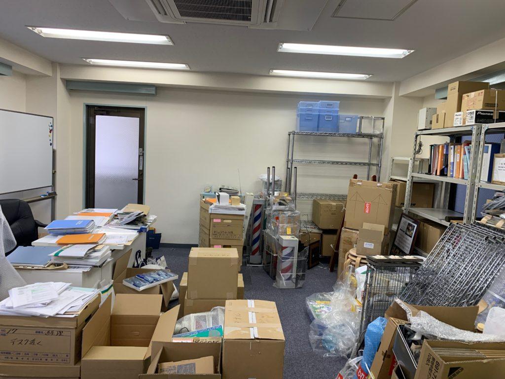 リモート化によるオフィス縮小移転の為、オフィス家具等(残置物処分)を回収。川崎市(中原区)の写真1