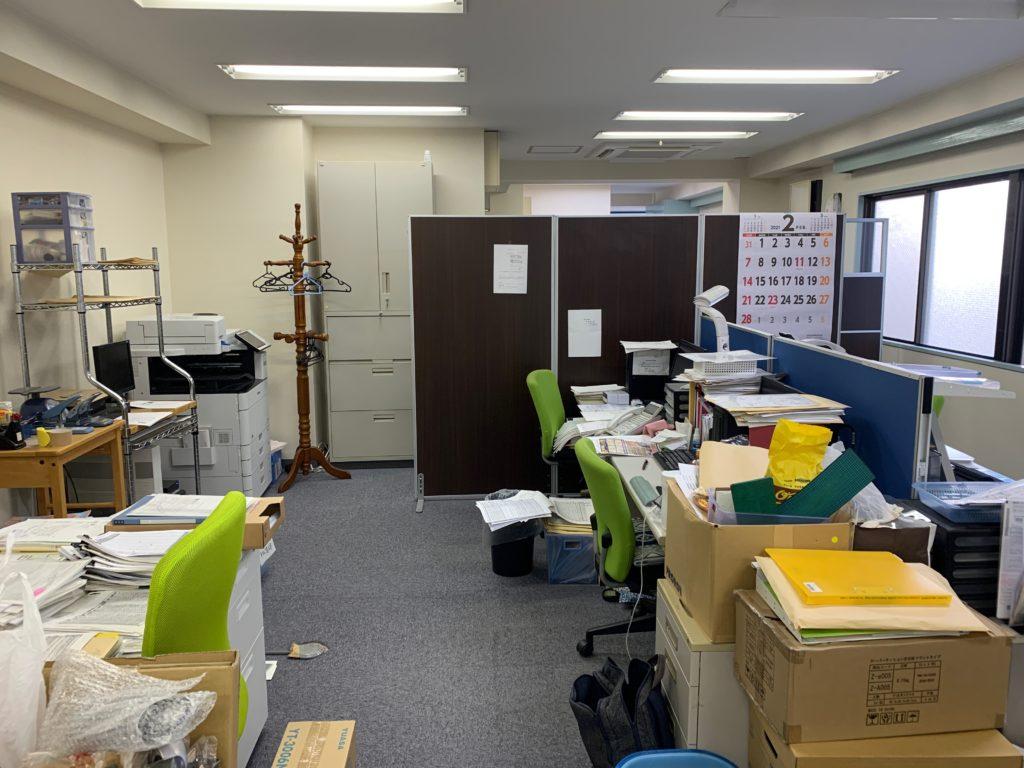 リモート化によるオフィス縮小移転の為、オフィス家具等(残置物処分)を回収。川崎市(中原区)の写真2