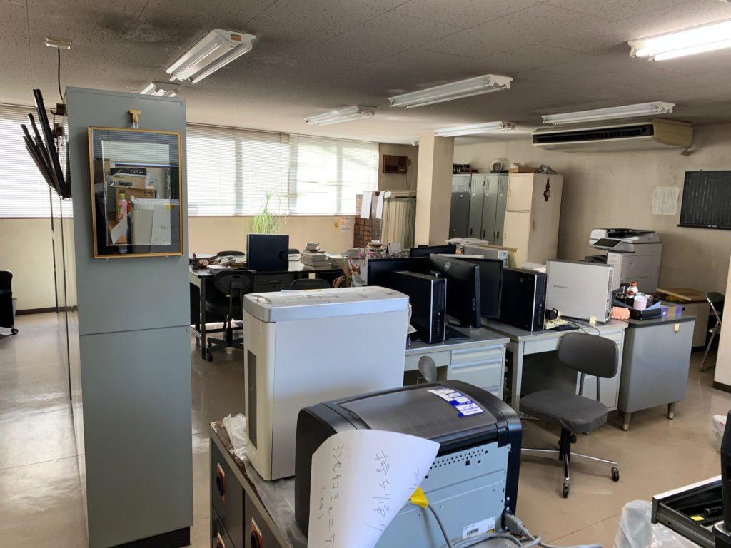 江東区オフィスビル一棟の残置物処分(オフィス家具)の処分の写真6