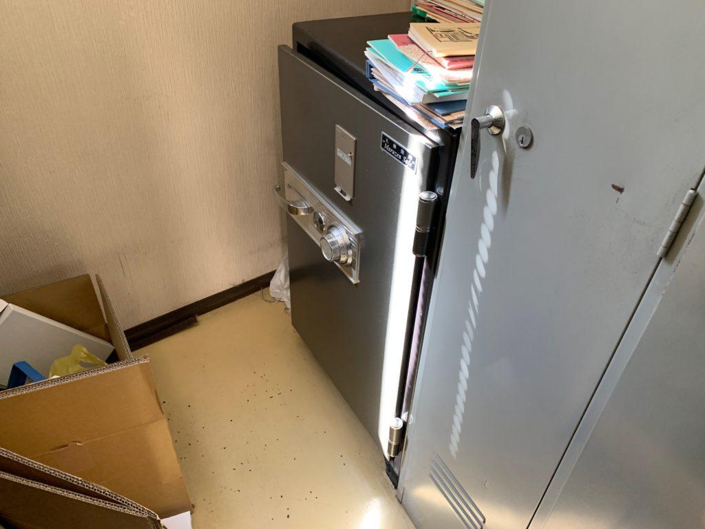 江東区オフィスビル一棟の残置物処分(オフィス家具)の処分の写真4