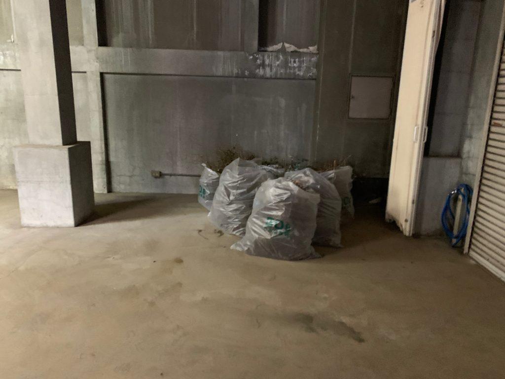 江東区オフィスビル一棟の残置物処分(オフィス家具)の処分の写真1
