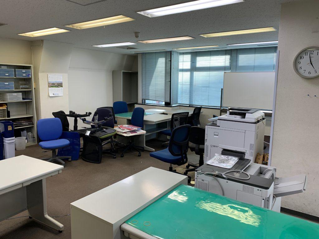 千代田区のオフィス移転の為のオフィス家具(残置物処分)回収前の写真3