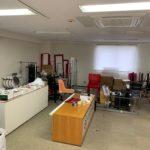 東京支店撤退によるオフィス封鎖のためオフィス家具などの残置物を回収(中野区)前の写真1