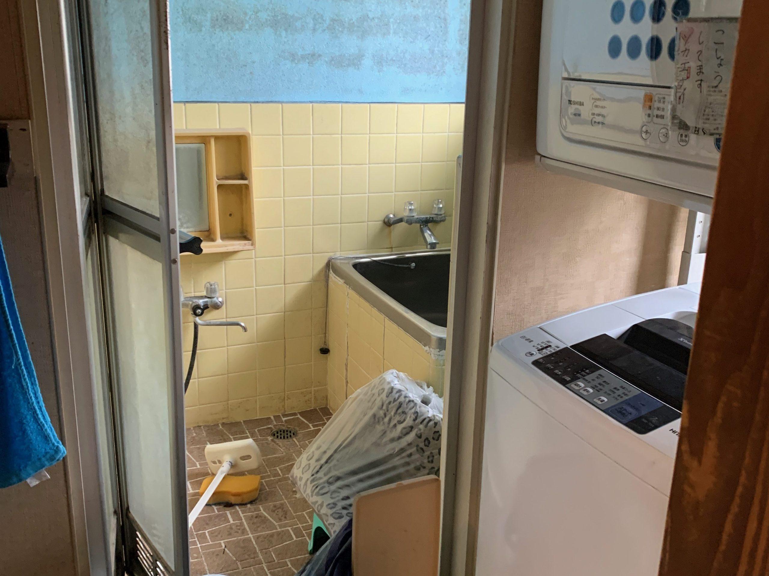 一軒家の残置処分前の写真(二階お風呂場)品川区