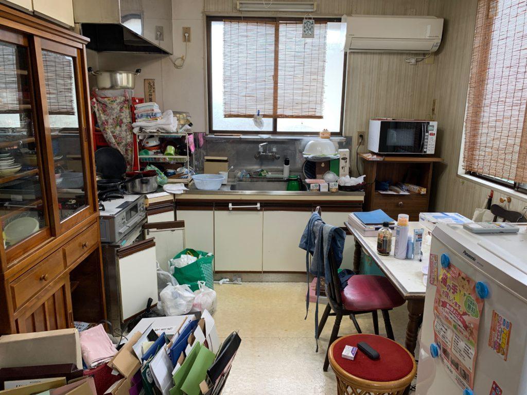 一軒家の残置処分前の写真(二階キッチン)品川区