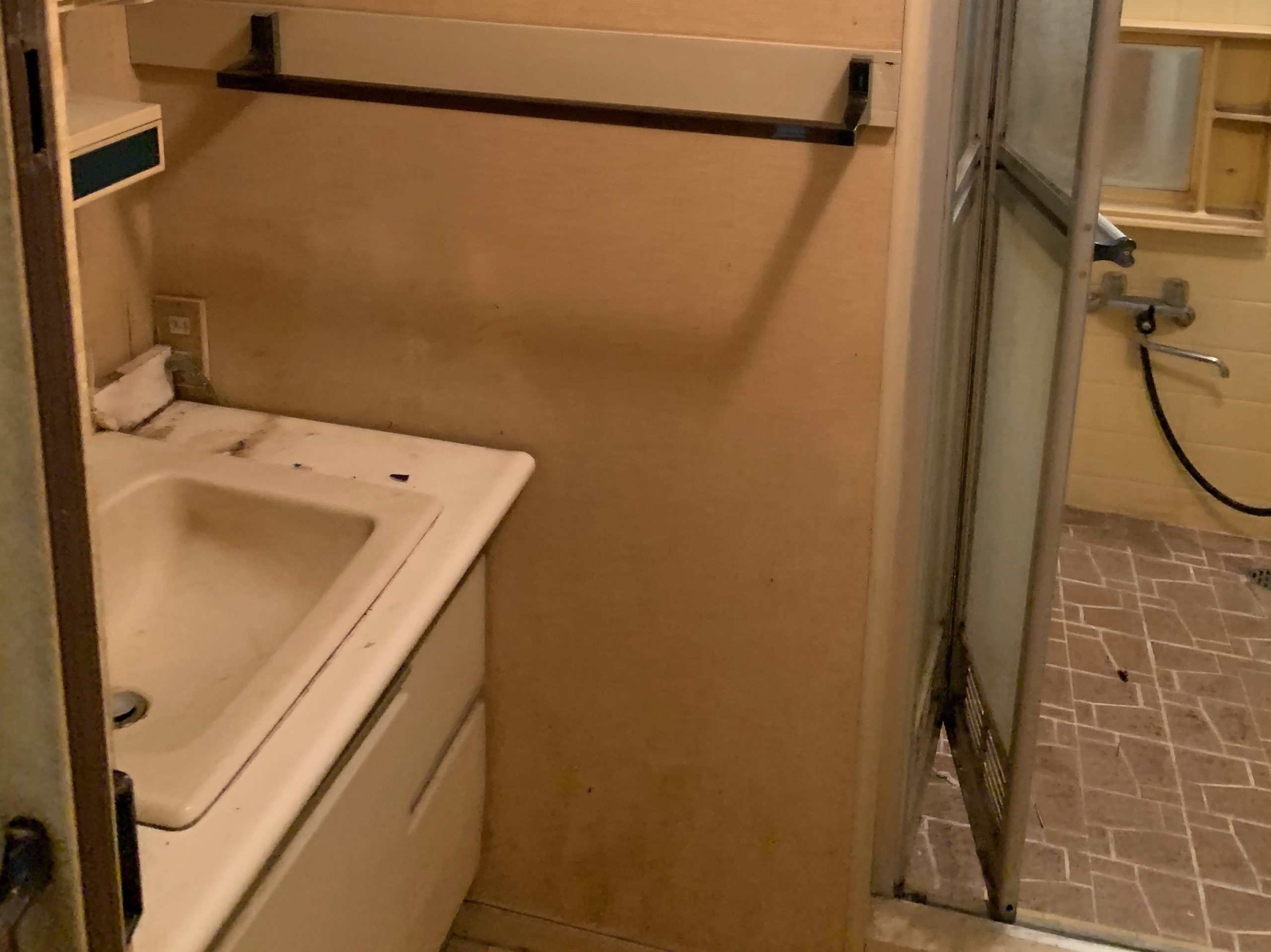 一軒家の残置処分後の写真(二階お風呂場)品川区