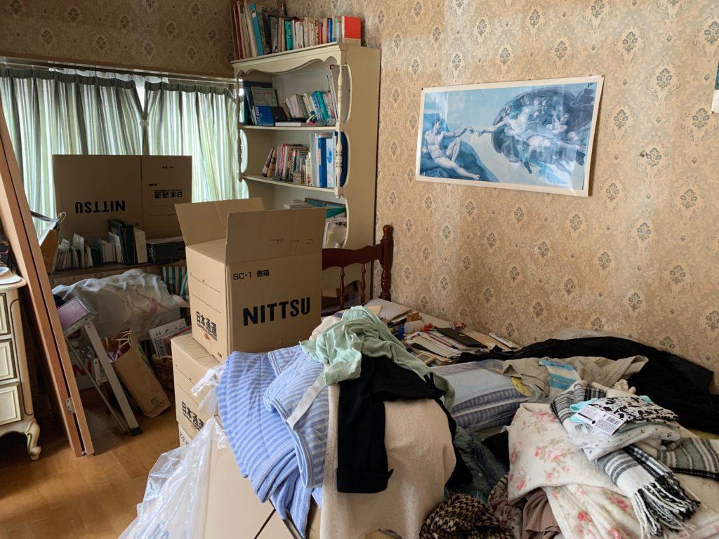 三回建戸建ての残置物処分前の写真(三階部屋3)港区