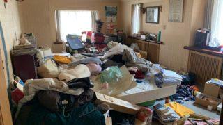三回建戸建ての残置物処分前の写真(三階部屋1)港区