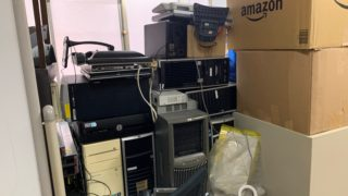 オフィスにある残置物の回収前の写真2。新宿区