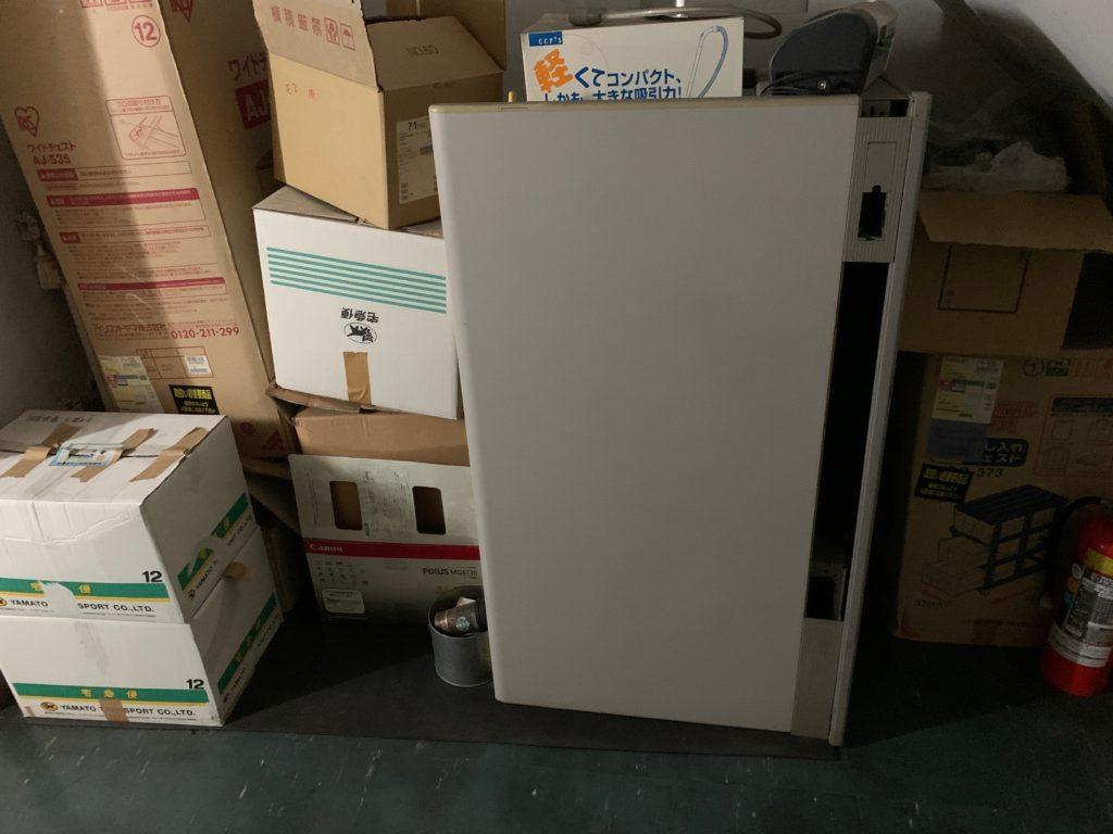 オフィスにある残置物の回収前の写真5。新宿区