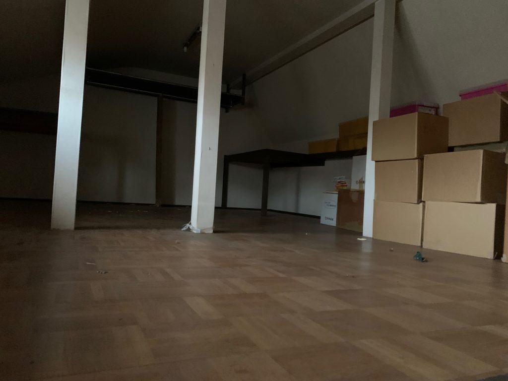 三回建戸建ての残置物処分後の写真(屋根裏部屋)港区