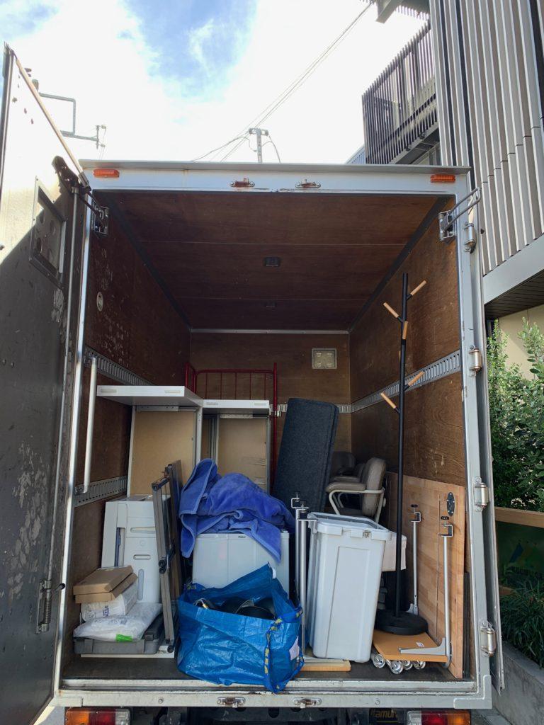 2tトラック一台パックにてオフィス家具等を回収の写真(目黒区)